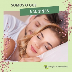 O sono contribui para o bom funcionamento de diversos órgãos do nosso corpo, essenciais ao bem-estar do indivíduo, como a memória, atenção, produção de hormonas e estabilização do humor. 😴  ⠀⠀⠀⠀⠀⠀⠀⠀⠀⠀ A quantidade e qualidade do sono, altera-se com a idade, e por esse motivo, torna-se fundamental estarmos atentos se dormimos bem ou nem por isso. Vai repetir-se no nosso dia-a-dia e em patologias a médio e longo prazo. 🙏  ⠀⠀⠀⠀⠀⠀⠀⠀⠀⠀ #energiaemequilibrio #bemestar #sonotranquilo #perturbacoesdosono #somosoquedormimos #vidasaudavel #dormirbem #aveiro #produtosnaturais