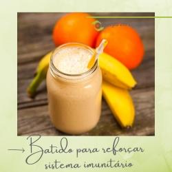⭐ BATIDO PARA REFORÇAR SISTEMA IMUNITÁRIO ⭐  ⠀⠀⠀⠀⠀⠀⠀⠀⠀⠀ Sabia que, quanto tomados ao pequeno-almoço, os batidos aumentam os nossos níveis de energia para aguentarmos mais tempo? Sente que está com as defesas em baixo? Fortaleça o seu sistema imunitário com este batido rico em vitamina C. 😜 🍌 🍋 🍊  ⠀⠀⠀⠀⠀⠀⠀⠀⠀⠀ Ingredientes: sumo de limão, limão, laranja, mel, iogurte, espinafres, banana, goiaba e gengibre.  ⠀⠀⠀⠀⠀⠀⠀⠀⠀⠀ Os limões, a goiaba e a laranja, são fontes fantásticas para estimular o sistema imunitário. O gengibre é ideal para a circulação e atua como anti-séptico, enquanto o iogurte é rico em probióticos. ⠀⠀⠀⠀⠀⠀⠀⠀⠀⠀ Prove e delicie-se! :) ⠀⠀⠀⠀⠀⠀⠀⠀⠀⠀ #energiaemequilibrio #bemestar #receitasaudavel #batido #reforcosistemaimunitario #pequenoalmoco #frutadaepoca #alimentacaosaudavel #produtosnaturais #organico